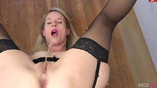 Dispirited pamper Mia selfpiss hot solo video