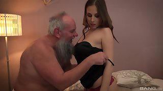 Teen fair-haired babe Antonia Sainz swallows with an increment of elder statesman guys albatross