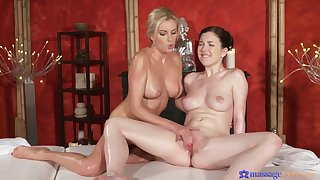 Sensual oral sex in 69 airs with Bianca Bennet & Daphne Investor
