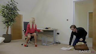 Copier Candy Licious seduces her boss for a passionate sex