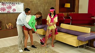 Sophie Lynx and Denise Sky learn to statute golf with instructors dick