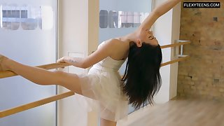 Lovely despondent dancer Saule Elastiga is eager to particle her natural titties