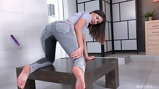 Sweet babe in sexy jeans, squirts and masturbates stalwartly