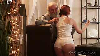 An age-old fart seduced by a PAWG and that beamy ass girl fucks like a champ