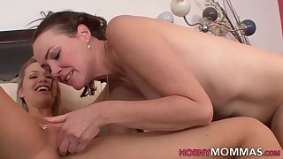Stepmom gets fingered and licked by Mia Malkova