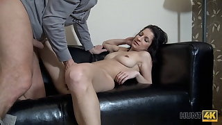 HUNT4K. Cuckold watches how his GF squirts be in debt to rich