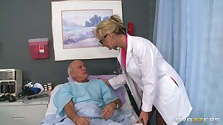 Blonde doctor Phoenix Marie drops their way uniform not far from ride a patient