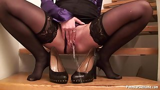 Glamour babe in stockings pissing instalment